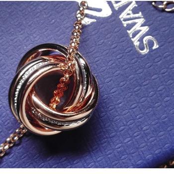 施华洛世奇新款水晶质感转运螺旋女项链吊坠三圈玫瑰金5224980